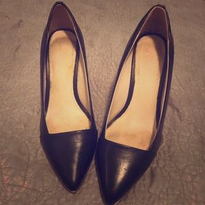 Pointy toe black leather wedges with wooden heel